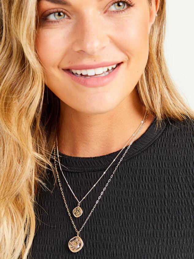 Olivia Flower Necklace Detail 3 - Altar'd State