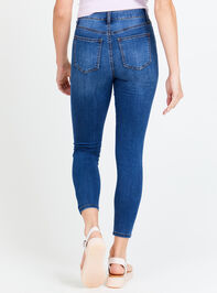 Eveleigh Skinny Jeans Detail 2 - Altar'd State