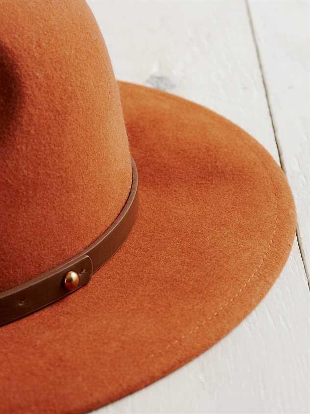Velo Hat Detail 3 - Altar'd State