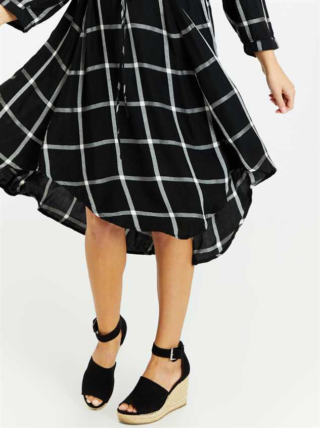 Reese Midi Dress Detail 4 - Altar'd State