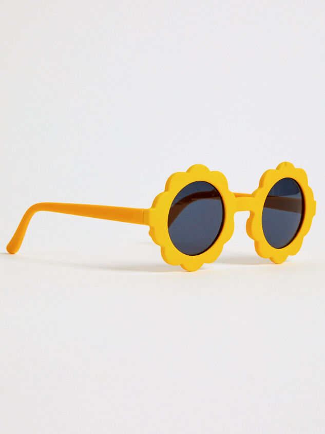 Tullabee Bloom Sunglasses Detail 1 - Altar'd State