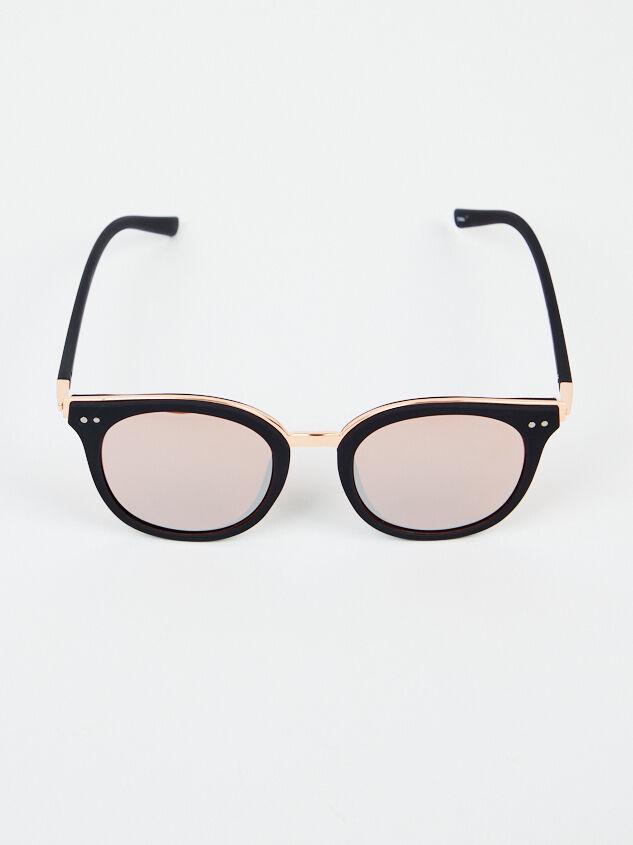 Vista Sunglasses Detail 3 - Altar'd State