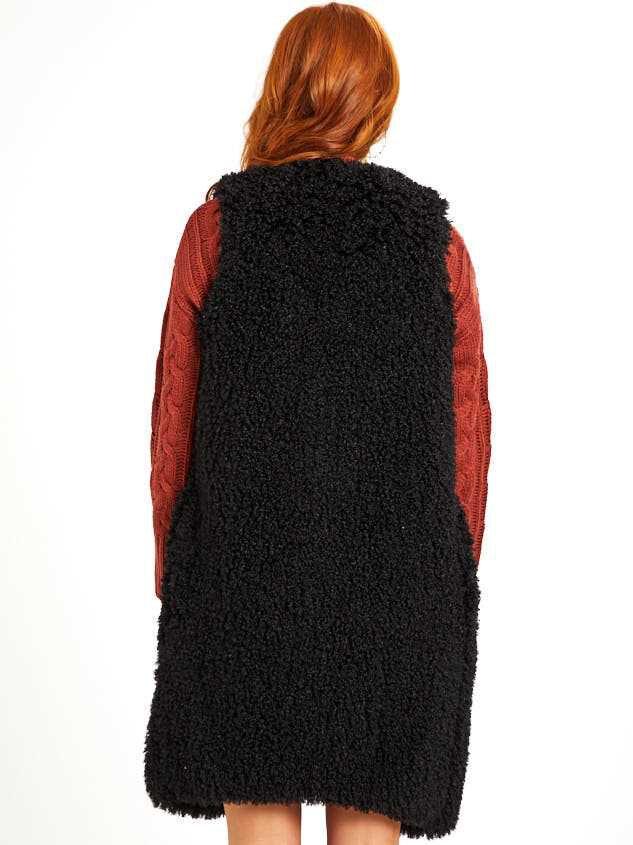Darcie Outerwear Vest Detail 3 - Altar'd State