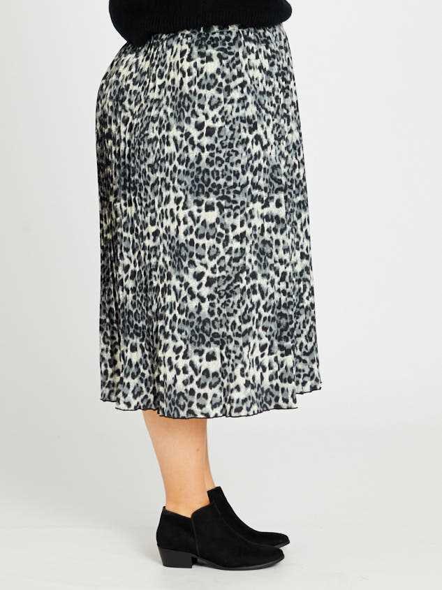 Leopard Midi Skirt Detail 3 - Altar'd State