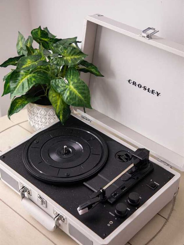 Crosley Cruiser Deluxe Record Player - White Sand - Altar'd State