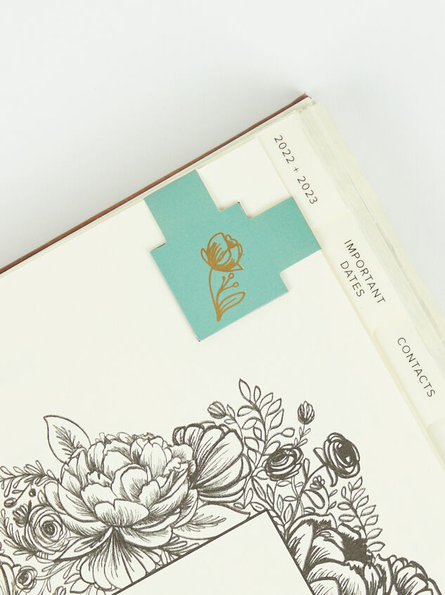 Hosanna Revival Leather 17-Month Planner Detail 4 - Altar'd State
