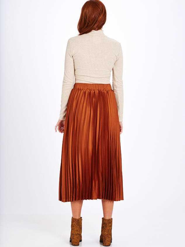 Avenue Midi Skirt Detail 4 - Altar'd State