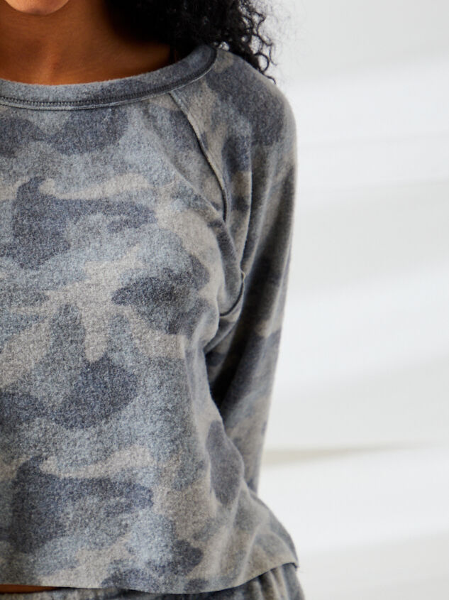 Brushed Camo Lounge Top Detail 4 - Altar'd State