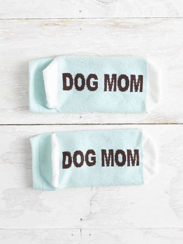 Dog Mom No-Show Socks Detail 2 - Altar'd State