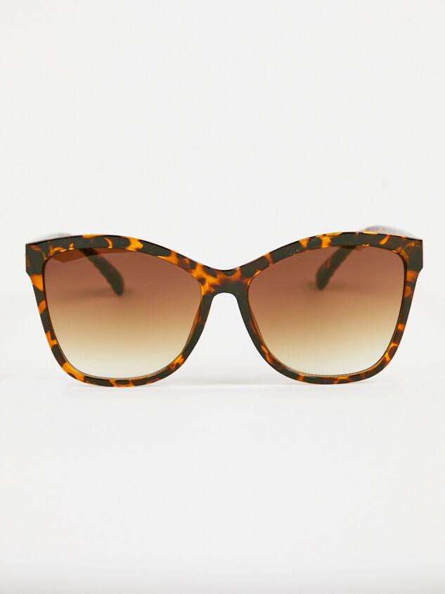 Dolman Sunglasses Detail 2 - Altar'd State