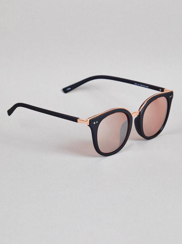Vista Sunglasses Detail 2 - Altar'd State